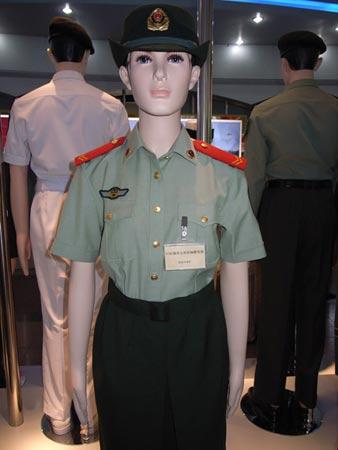 07式武警女士兵短袖夏常服-甘肃省武警部队 今日起将统一换着07式新图片